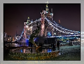 Londyn, Girl with a Dolphin, statue, Tower Bridge, noc
